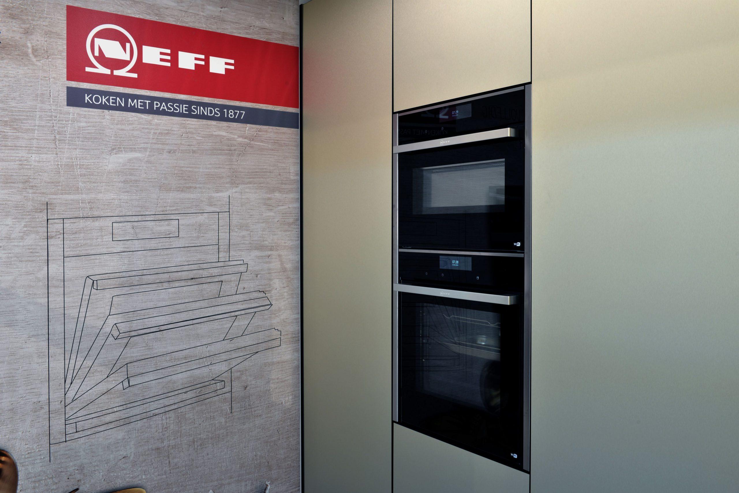 Neff inbouw aparatuur oven met inschuifbare deur en magnetron