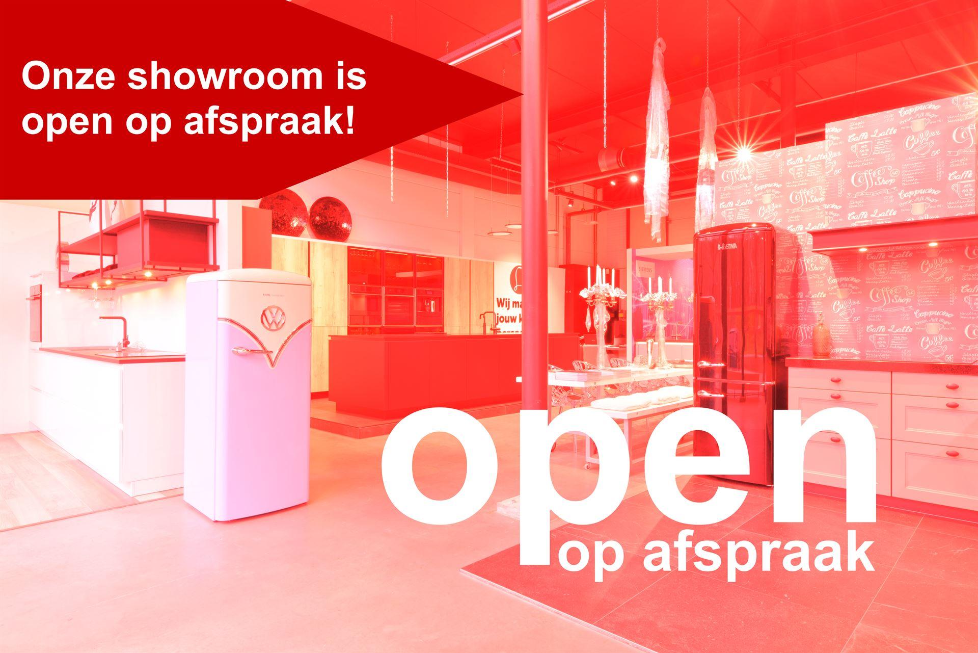 Showroom met retro koelkast volkswagen showroom open op afspraak